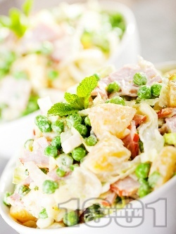 Картофена салата с грах, шунка, айсберг, кисело мляко, горчица и пресен лук - снимка на рецептата